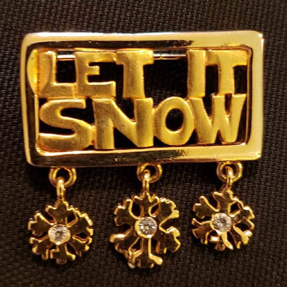 39195fe57 Unbranded Jewelry   Gold Tone Let It Snow 3 Dangle Snowflakes Brooch ...